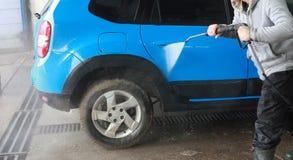 Lavagem de carros azul na limpeza da ação Imagens de Stock