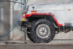 Lavagem de carros com um jato da água Foto de Stock Royalty Free