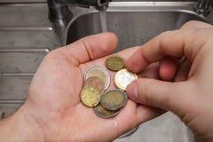 Lavagem de dinheiro: uma vista cômica na situação com o underwo Foto de Stock Royalty Free
