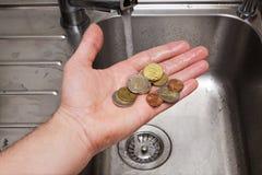 Lavagem de dinheiro: uma vista cômica na situação com o underwo Fotografia de Stock Royalty Free