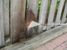 Lavagem de madeira da potência da cerca Fotos de Stock