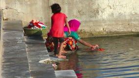Lavagem no lago vídeos de arquivo