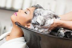 Lavaggio dei capelli Immagini Stock