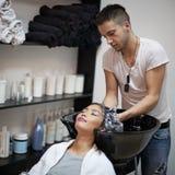 Lavaggio dei capelli Fotografia Stock Libera da Diritti