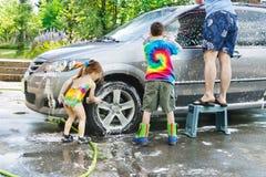 Lavaggio di automobile di famiglia Fotografie Stock