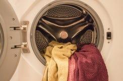 Lavaggio a macchina a casa fotografia stock