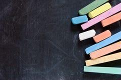 Lavagna con i pastelli Fotografie Stock