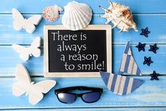 Lavagna con ragione marittima di citazione e della decorazione sempre di sorridere Fotografia Stock Libera da Diritti