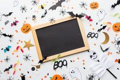 Lavagna e decorazioni in bianco del partito di Halloween Immagini Stock