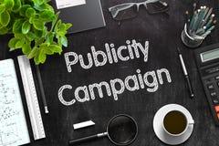 Lavagna nera con la campagna pubblicitaria rappresentazione 3d Immagine Stock Libera da Diritti
