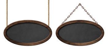 Lavagna ovale con la struttura di legno scura che appende sulle corde e sulle catene illustrazione di stock