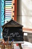 Lavagna, penne ed amore Fotografia Stock Libera da Diritti
