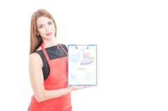 Lavagna per appunti femminile della tenuta di entepreneur con i grafici immagine stock