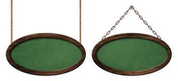 Lavagna verde ovale con la struttura di legno scura che appende sulle corde e sulle catene illustrazione di stock