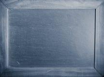 Lavagna vuota in bianco con la struttura di legno con il filtro blu Immagini Stock Libere da Diritti