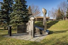 Laval City Hall trädgård med skulptur Royaltyfri Bild