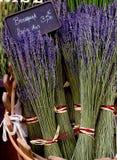 Lavanda para la venta en el mercado de Provence Imágenes de archivo libres de regalías