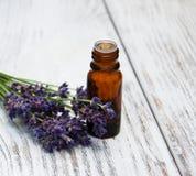 Lavanda y aceite del masaje foto de archivo libre de regalías