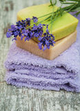 Lavanda y jabón hecho a mano fotografía de archivo