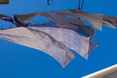 Lavanderia d'attaccatura e un cielo blu Fotografie Stock Libere da Diritti