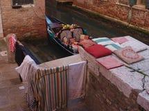 A lavanderia da gôndola, Veneza imagens de stock