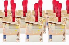 Lavanderia do dinheiro, euro- notas de banco no clothespin Imagens de Stock Royalty Free