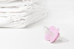Lavanderia fresca del bambino con soother Fotografie Stock