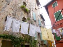 Lavanderia lavata che appende su una corda in Rovigno Città Vecchia 0885 Fotografie Stock Libere da Diritti