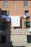 Lavanderia nas ruas de Veneza Fotos de Stock