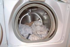 Lavanderia nella lavatrice Immagine Stock