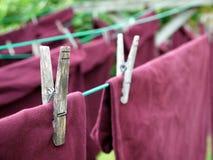 Lavanderia: particolare del perno di vestiti Immagini Stock