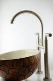 Lavandino del bacino del bagno Rubinetti di Beautifuls Fotografia Stock