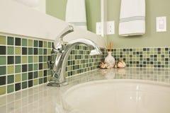 Lavandino del bagno di una casa dell'alta società Immagine Stock