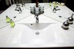 Lavandino della stanza del bagno fotografia stock libera da diritti