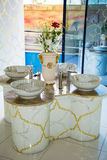 Lavandino interno del bagno con progettazione moderna Immagini Stock