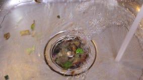 Lavandino sporco di Kichen stock footage