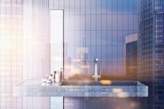 Lavandino in un interno beige del bagno tonificato Fotografia Stock Libera da Diritti