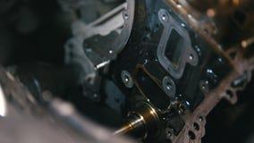 Lavando e limpando das peças do motor de automóveis, pressão de água, revisão filme
