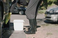 Lavando o carro. Imagens de Stock Royalty Free