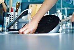 Lavando os pratos fotos de stock