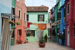 Lavando sulla linea, Burano, Italia Immagine Stock