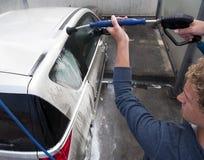 Lavando um carro Fotos de Stock Royalty Free