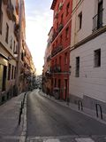 Lavapies grannskap i Madrid Spanien streetview royaltyfria foton