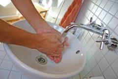 Lavar las manos Imagenes de archivo