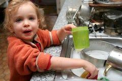 Lavar los platos Imagen de archivo libre de regalías