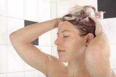 Lavata dei capelli Immagini Stock