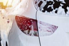 Lave-auto, voiture dans la mousse Photos libres de droits
