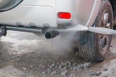 Lave o carro com uma lavagem de carros nas ruas Imagens de Stock Royalty Free
