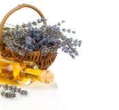 Lavendelöl und Blumen stockfoto