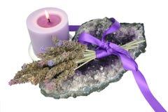Lavendel, Amethyst u. Kerze Lizenzfreie Stockbilder